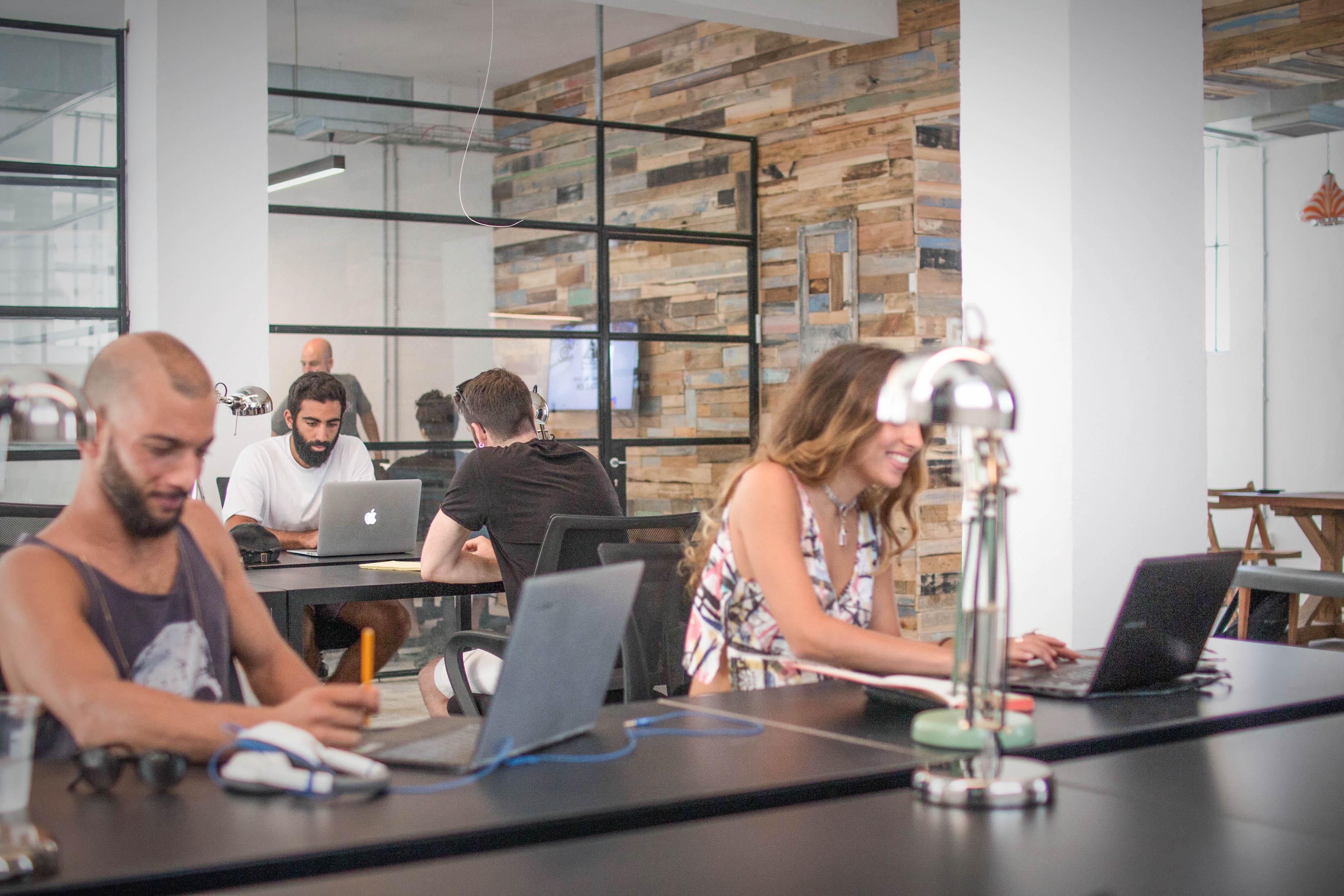 מודרניסטית משרד מחוץ לבית / מרחב העבודה Workshop במרכז תל אביב | Miss Mandala GM-17