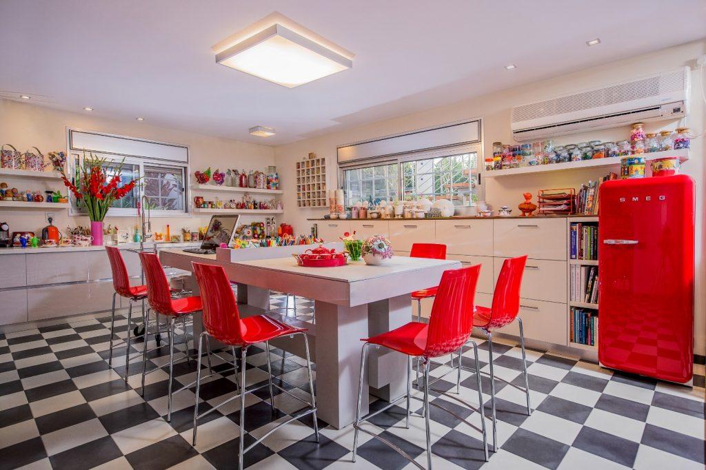 פריטים צבעוניים לעיצוב הבית