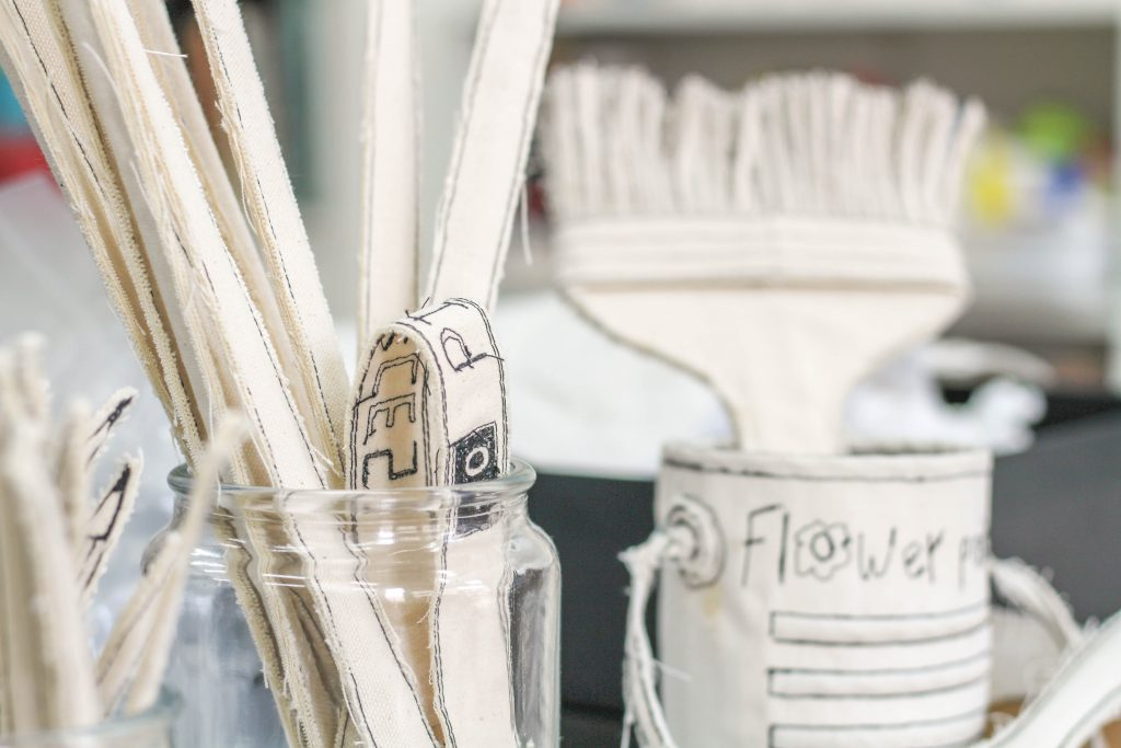 כלי כתיבה רקומים עבודת יד