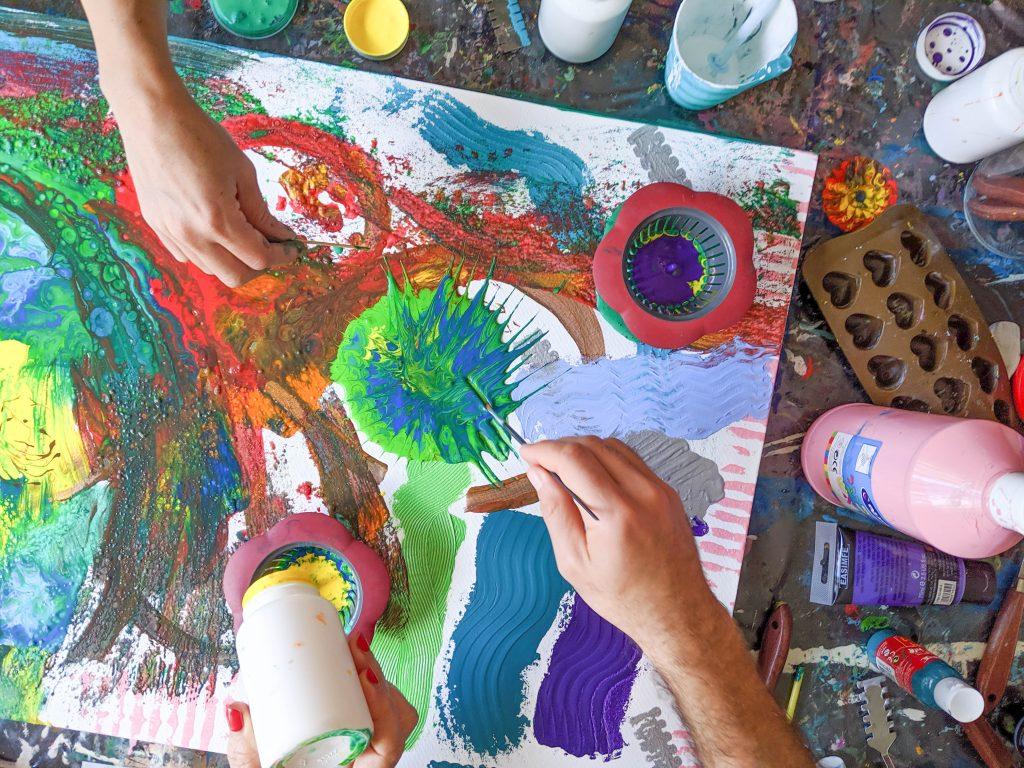 אורטל אמדו שור מנחת קבוצות בשילוב אומנויות