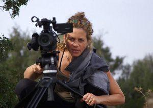 עירית שרביט היא במאית, צלמת ועורכת ומפיקת סרטים