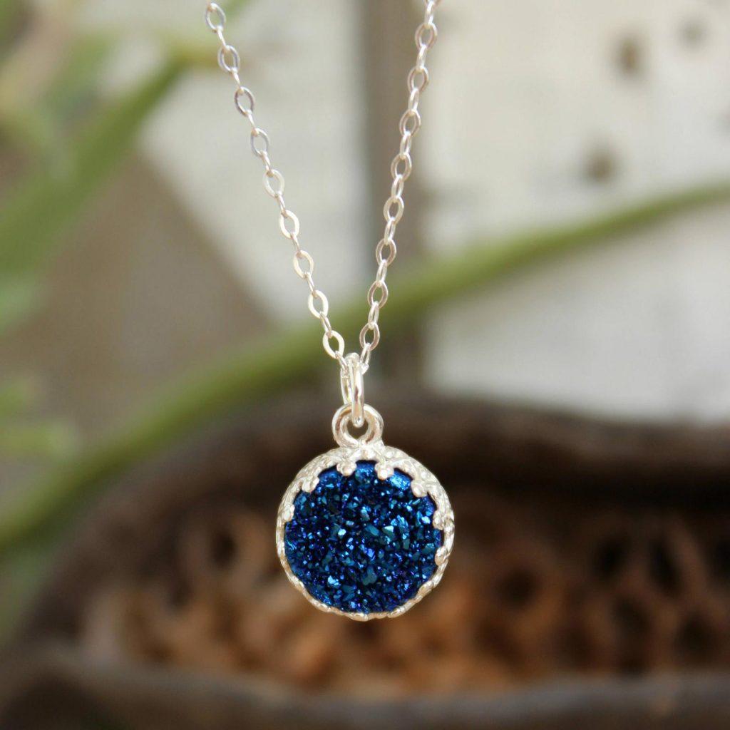 קרן גבעון-סגל תכשיטים עדינים עם אבני חן
