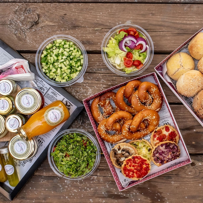 ארוחות קטנות מגשי אירוח, מארזי פיקניק ומארזים בבחירה אישית