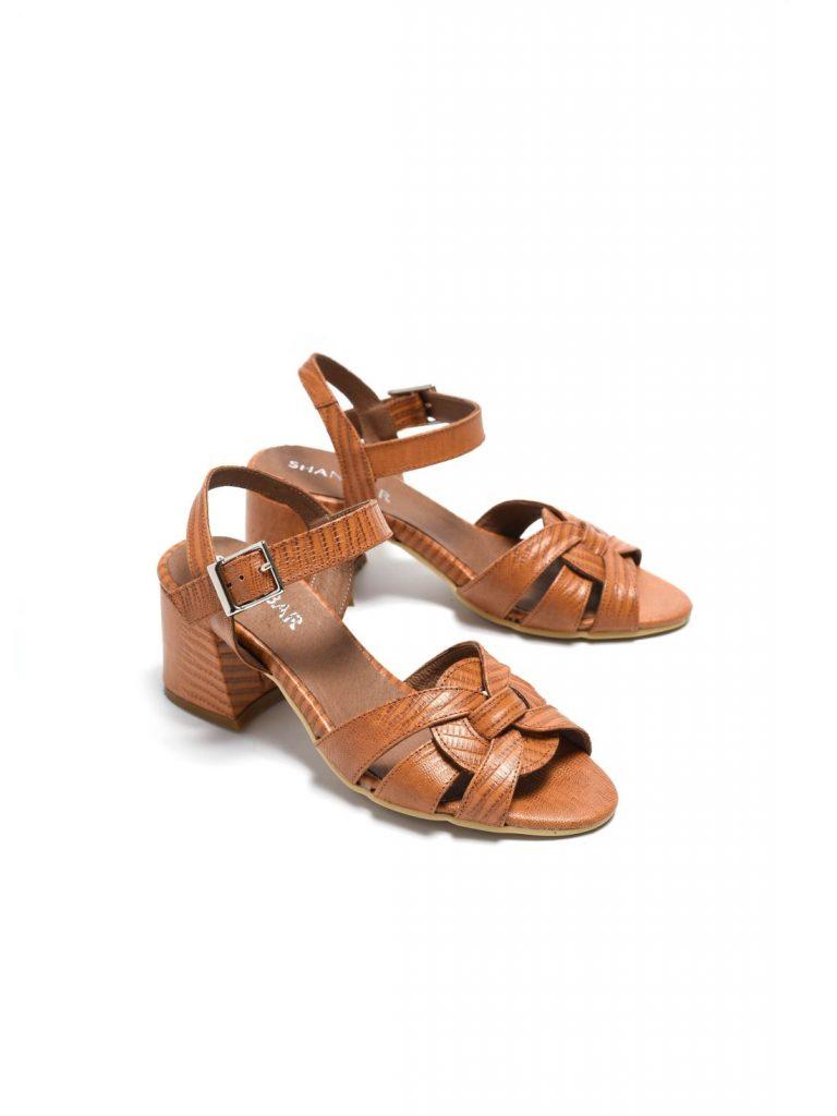 שני בר מעצבת נעליים
